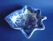 Fine Staffordshire Pottery 'Willow' Pattern Leaf Shaped Pickle Dish c1840